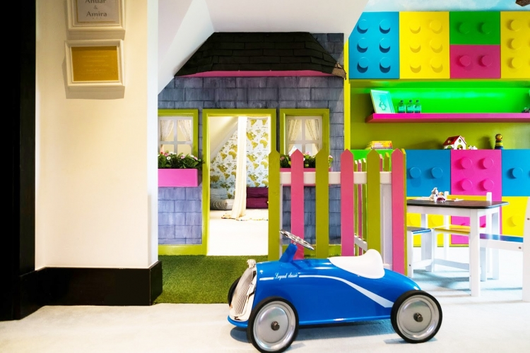 Bespoke-Playhouse-in-kids-room_Wendy-House-design_PLay-house-picket-fence-for-toddlers-and-children_unisex-playroom-in-London
