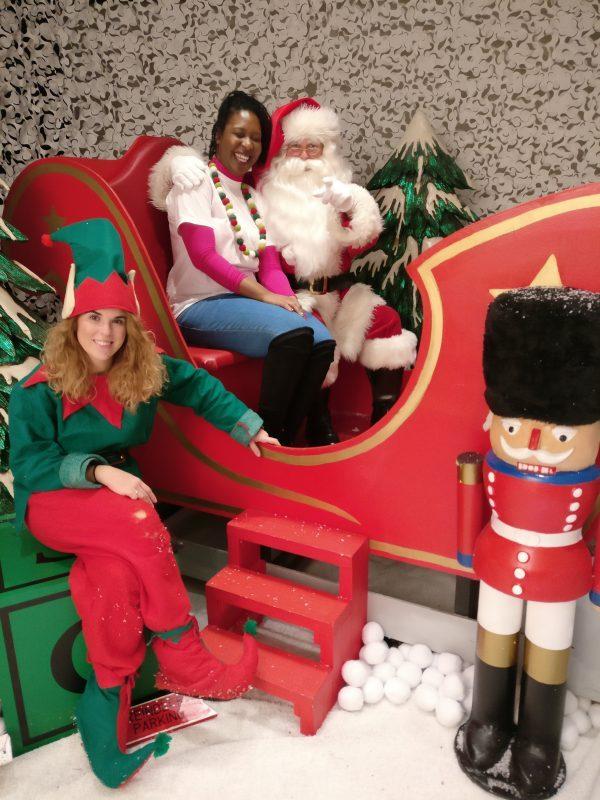 Making Mini Christmas wreaths at Purple Dragon Play