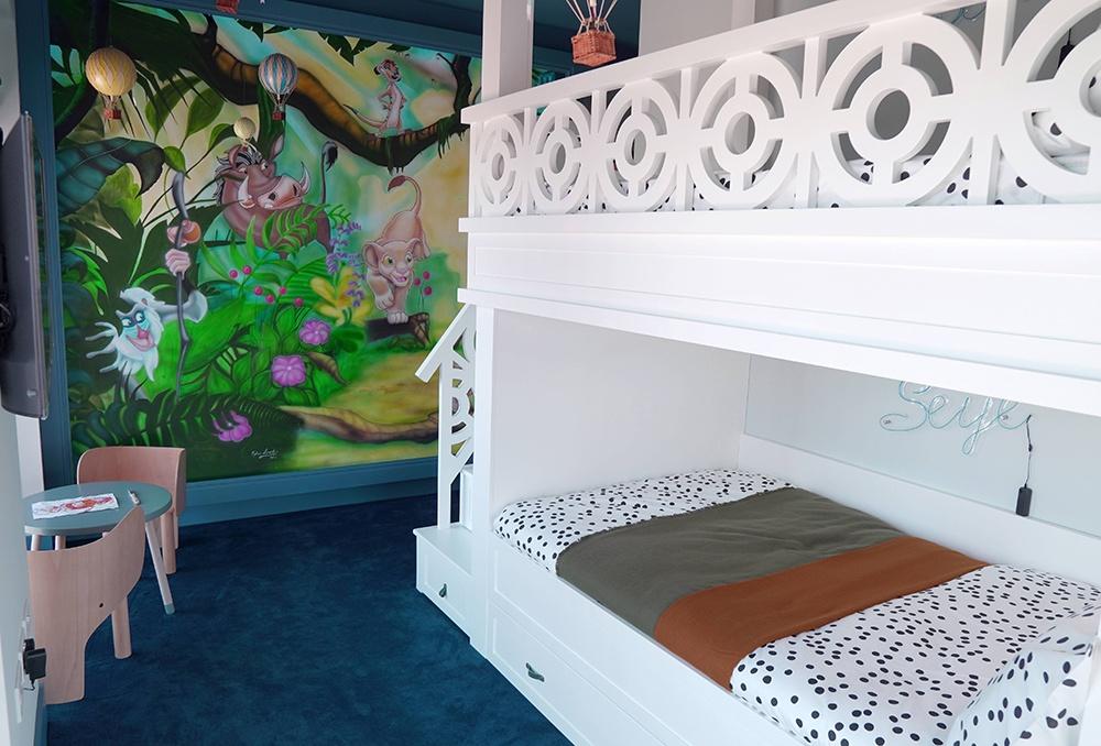 Jungle themed bedroom design, blue and monochrome bedroom design